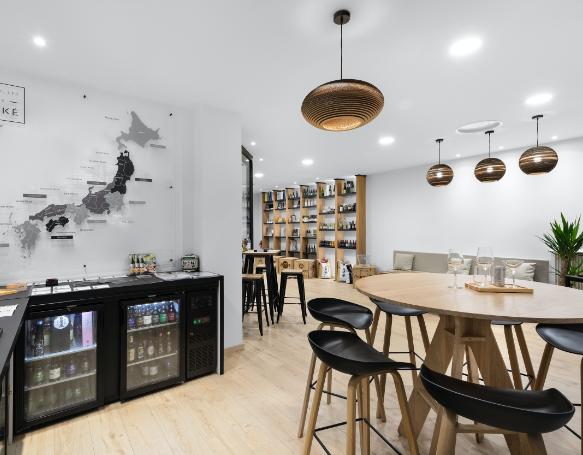 Déguster et se former au saké japonais dans le showroom à Lyon